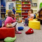 In den Kindertagesstätten sind Mädchen und Buben sehr gut aufgehoben. (Symbolbild: Zuger Zeitung)