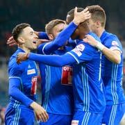 Die Spieler des FC Luzern (ganz links Doppeltorschütze Ruben Vargas) jubeln über den Sieg gegen den FC Zürich. (Bild: Marc Schumacher/Freshfocus, Luzern, 22. Mai 2019)