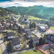 Blick auf das Schulareal im Zentrum von Eggersriet, das neu konzeptioniert werden soll. Bild: Ralph Ribi (31. Januar 2018)