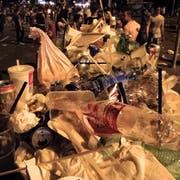 Am Züri Fäscht türmt sich der Abfall. Ganze 290 Tonnen wurden während und nach dem Anlass eingesammelt. (Bild: Alessandro Della Bella/Keystone )