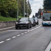 Die Autos haben rot, die Busse freie Fahrt: So funktioniert die neue Busspur auf der Spitalstrasse (Bild: Boris Bürgisser (Luzern, 6. September 2018))