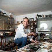 Sein Reich ist sein Atelier: der Rorschacher Bildhauer Urs Koller. (Bilder: Adriana Ortiz Cardozo)
