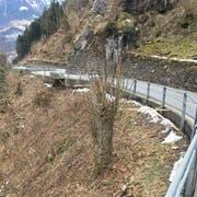 Auf dem engen Teilstück im Bereich Birchi ist es bislang nicht möglich, dass sich Autos kreuzen. Dieser Zustand wird nun behoben. (Bild: PD)