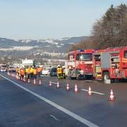 Bei einem Unfall zwischen Gossau und Oberbüren ist eine Frau ums Leben gekommen.(Bild: Beat Kälin/BrkNews)