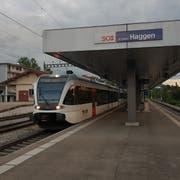 Der Regioexpress von und nach Konstanz hält derzeit auch am Bahnhof Haggen - und ermöglicht so fast den ganzen Tag einen Viertelstundentakt. (Bild: David Gadze/13. August 2019)