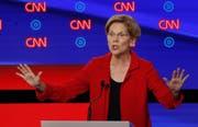 Zeigt sich lösungsorientiert und ist damit erfolgreich: Elizabeth Warren vermag zu überzeugen. (Bild: AP Photo/Paul Sancya, Detroit, 31. Juli 2019)