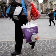 Die Attraktivität des St.Galler Stadtzentrums als Einkaufsmeile ist durch leer stehende Ladenlokale bedroht. Sind Zwischennutzungen die Lösung des Problems? (Bild: Urs Jaudas - Marktgasse, 8. April 2009)
