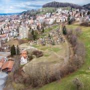 Die Ruckhalde zwischen Oberstrasse und Riethüsli soll überbaut werden. Die Grünliberalen fordern dabei einen verantwortungsbewussten Umgang unter anderem auch mit dem alten Bahntrassee. (Bild: Benjamin Manser - 25. März 2019)