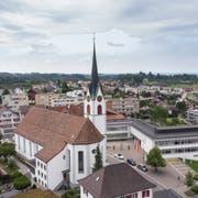 Die Pfarrkirche in Mörschwil steht mitten im Dorfzentrum. (Bilder: Ralph Ribi)