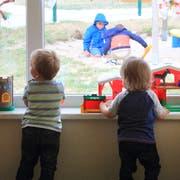 Kleinkinder in einer Kindertagesstätte. (Bild: Jens Wolf/KEY)
