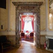Im Bundesratszimmer tagt die oberste Exekutive der Schweiz. Der Raum hat schon so manche Debatte erlebt. (Archivbild: KEYSTONE/Gaetan Bally)