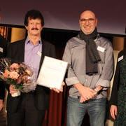 Von links: Peter Kasper, Stiftungsratspräsident der AKS, Edgar Walker und Dave Knecht vom «Sprungbrett» Uri und Marianne Schnarwiler, Geschäftsführerin der AKS-Betriebs GmbH. (Bild: Paul Gwerder, Luzern, 10. Januar 2019)
