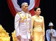 König Rama X (links) und seine Frau Königin Suthida. (Bild: EPA, Bangkok, 24. März 2019)