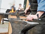Schmied ist nur einer von vielen Handwerksberufen, die im Hinterländer Dorf Urnäsch noch ausgeführt werden. (Bild: PD)