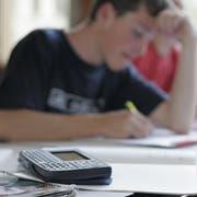 Für die Berechnung des Schulfinanzausgleichs ist ein Taschenrechner nötig. (Bild: Marius Schären)