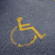 Gehbehinderte sind auf eigene Parkplätze angewiesen. (Bild: Susann Basler)