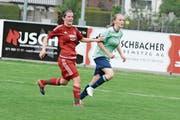Nicole Scherrer (links) erzielte vom Elfmeterpunkt aus den einzigen Bütschwiler Treffer. (Bild: Beat Lanzendorfer)