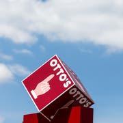 Schweizweit bekanntes Finger-Logo: Otto's-Hauptsitz in Sursee. (Bild: Alexandra Wey/Keystone, 28. Juni 2018)