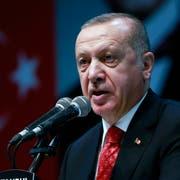 Präsident Recep Tayyip Erdogan vergrault mit seiner autokratischen Politik viele Nachwuchs-Talente in seiner Heimat. (Bild: AP; Istanbul, 16. Mai 2019)