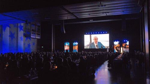 Im stimmungsvoll ausgeleuchteten Luzerner Saal wurden die Gewinner in Filmporträts vorgestellt.