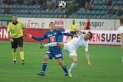 Luzerns Olivier Custodio (in Blau) im Zweikampf mit FCZ- und Ex-FCL-Spieler Hekuran Kryeziu. (Bild: Dominik Wunderli (Luzern, 4. November 2018))