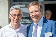IHK-Direktor Markus Bänziger mit seinem Vorgänger Kurt Weigelt an der General-versammlung. (Bild: Urs Bucher)