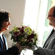 Auch Ruth Koch (hier bei ihrer Wahl als erste SP-Frau an der Spitze des Kantonsrats) und ihr Vorgänger in diesem Amt, Hans-Melk Reinhard, treten per Mitte Jahr aus dem Parlament zurück. (Bild Markus von Rotz, Sarnen, 19. Juni 2015)