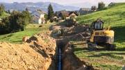 Blick vom Reservoir Chrobüel Richtung Eichbüel, Bazenheid. Das Gussrohr hat einen Durchmesser von 250 Millimeter. Die Leitungserneuerung hat die Wasserversorgung im vergangenen Jahr ausgeführt. (Bild: Beat Lanzendorfer)