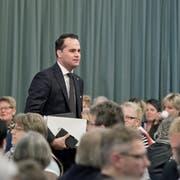 Parteitag der FDP Kanton Luzern in der Festhalle Sempach. auf dem Bild zu sehen ist Damian Müller beim Betreten der Halle. Nähere Angaben weiss Autor Ernesto Piazza. Das Bild entstand am Dienstag, 8. Dezember 2015.(Pius Amrein / Neue LZ)Politik, FDP, Partei, Parteitag, Ständerat, Nationalrat
