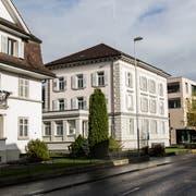 Das Amtshaus und ehemalige Gefängnis von Willisau (Bildmitte) soll verkauft werden. (Bild: Manuela Jans-Koch, 12. November 2017)