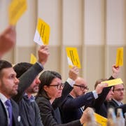 Im Fürstenlandsaal wird weiterhin mit dem gelben Zettel abgestimmt. Bild: Urs Bucher (5. März 2019)