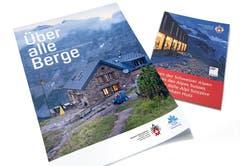 In diesen Broschüren erährt man alles über die SAC-Hütten in der Schweiz. (Bild: PD)