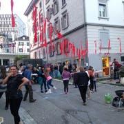 Strassenfest mit der Band Sebass aus Winterthur an der oberen Metallstrasse in der Lachen. (Bild: Reto Voneschen - 24. Mai 2019)