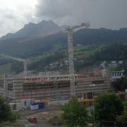 Auf dieser Baustelle in Kriens wurde der Bauarbeiter durch einen Blitz verletzt. (Bild: Leserreporter)