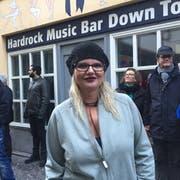 Pascale Braid vor ihrer Bar «Down Town» an der Eisengasse. (Bild: hor)