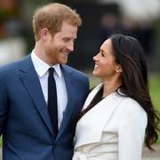 Prinz Harry und Meghan Markle. Bild: Facundo Arrizabalaga/EPA (London, 27. November 2017)
