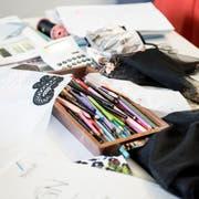 Kreativität und Technik gehen im Textilbereich Hand in Hand. Deshalb hätte der St.Galler Designlehrgang besonders praxisnah sein sollen. (Bild: Mareycke Frehner)