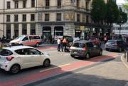 Grosser Stau wegen eines Unfalls auf der Zentralstrasse in Luzern. (Bild Lucien Rahm, 18. Mai 2018)