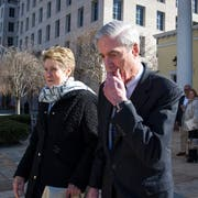Sonderermittler Robert Mueller und seine Frau Ann. Bild: Cliff Owen/AP (Washington, 24. März 2019)