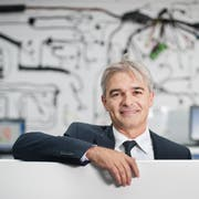 Komax-CEO Matijas Meyer im Showroom am Hauptsitz in Dierikon. (Bild: Boris Bürgisser, 18. August 2015)