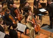 Cellistin Sol Gabetta, begleitet vom Mahler Chamber Orchestra unter der Leitung von Francois Xaver Roth. Bild (Peter Fischli/LUCERNE FESTIVAL, 28. August 2018)
