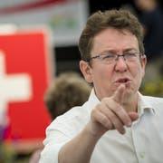 SVP-Chef Albert Rösti an der Delegiertenversammlung seiner Partei. (KEYSTONE/Jean-Christophe Bott)