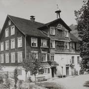 Das einstige Gasthaus zur Glocke, gut sichtbar ist der Dachreiter mit dem Glöcklein. (Bilder: Archiv Hansruedi Rohrer)