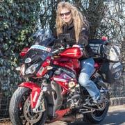Isabella Müller auf ihrem Motorrad. (Bilder: Andrea Stalder)