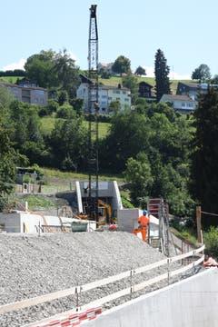Die Überquerung der Rosenbergstrasse kurz vor dem Nordportal des Tunnels...