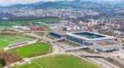 Hier ist am Auffahrtstag viel los: Auf Gründenmoos und Breitfeld (linke Bildhälfte) findet der CSIO statt. Im Fussballstadion (rechts im Bild) starten ab Mittag rund 8000 Personen zum diesjährigen Auffahrtslauf. (Bild: Urs Bucher - 16. April 2019)