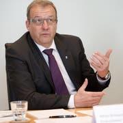 Finanzdirektor Alfred Bossard (Bild) präsentierte die geplanten Neuerungen zusammen mit dem kantonalen Steuerverwalter Raphael Hemmerle. (Bild Corinne Glanzmann, 5. Apruil 2016)