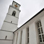 Nach dem ökumenischen Gottesdienst können die Teilnehmenden Zeit mit den abgewiesenen Asylsuchenden verbringen. (Bild: Reto Martin, 1.02.2012)