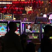 Anwohner wehren sich gegen das geplante und vom zuständigen Amt bereits bewilligte Casino in Balzers. (Symbolbild: Charles Krupa/Keystone)