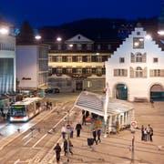 Blick auf den Bohl und dahinter das historische Waaghaus, in dem das St.Galler Stadtparlament durchschnittlich einmal im Monat tagt. (Bild: Urs Jaudas - 18. September 2010)